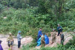 Mộc Châu - Sơn La: Bị ngã xe một cháu bé bị nước lũ cuốn trôi