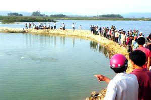Nhảy xuống hồ cứu 2 học sinh đuối nước, cặp vợ chồng tử vong