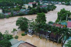 Bốn người chết, nhiều khu vực bị chia cắt sau bão