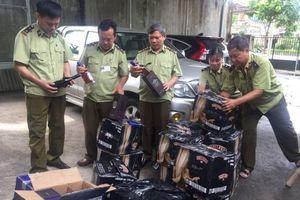 Hà Tĩnh: Bắt giữ xe tải chở 400 chai rượu ngoại không rõ nguồn gốc