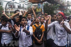 Cảnh sát Bangladesh bắt giữ gần 100 người biểu tình quá khích