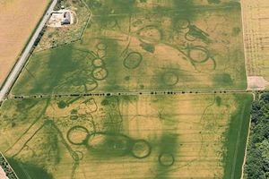 Nắng nóng giúp các nhà khảo cổ Anh phát hiện ra các di tích cổ