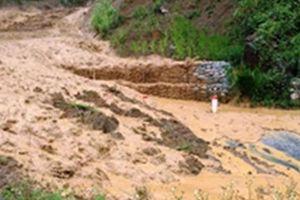 1 người chết do bão, nhiều tuyến đường ở Thanh Hóa bị chia cắt