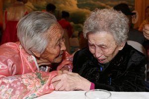 Những cụ già gần đất xa trời vẫn mòn mỏi đợi ngày đoàn tụ Hàn - Triều
