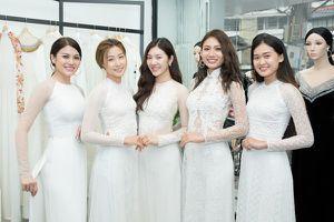 Dàn thí sinh Hoa hậu Siêu quốc gia Việt Nam nền nã trong trang phục áo dài