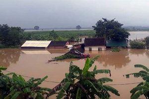 Nhiều nơi ở Thanh Hóa chìm trong biển nước, giao thông bị chia cắt