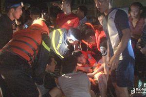 Trắng đêm giúp dân chạy lũ, 2 chiến sĩ bị thương nặng