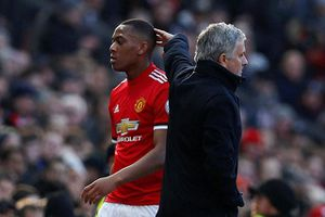 Mourinho tình cờ tiết lộ chuyện Martial dính án phạt nặng