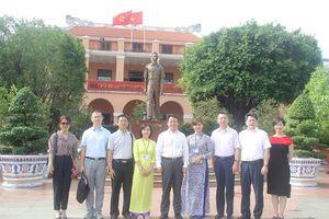 Đoàn đại biểu thanh niên Trung Quốc thăm Bảo tàng Hồ Chí Minh TPHCM