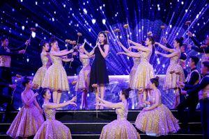 Đỗ Mỹ Linh khoe giọng hát trước các thí sinh Hoa hậu