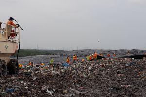 Công nhân bãi rác Đa Phước mong muốn được ghi nhận công sức góp phần bảo vệ môi trường