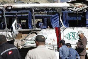 Ecuador 'tình cờ' phát hiện 500kg ma túy trên xe buýt gặp tai nạn