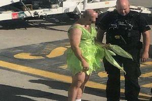 Nam hành khách mặc váy, say xỉn còn đòi giết người trên máy bay
