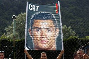 Thành Verona, Maradona và Ronaldo cứu rỗi bóng đá Italy?