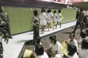 Cô gái Indonesia kể lại chuyện khám trinh tiết hai lần khi nhập ngũ