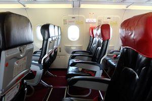 Bố trí cửa thoát hiểm trên máy bay phải tuân thủ đầy đủ các quy định