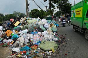 Sài Gòn 'nghẹt thở' với những bãi rác công nghiệp bị đổ trộm