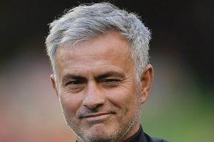 Mourinho mỉa mai Liverpool dùng tiền mua danh hiệu