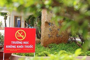 Khoảng 1.200 trường THPT, THCS trên cả nước cấm hút thuốc trong trường
