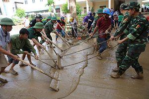 Hàng nghìn học sinh ở Nghệ An chưa thể tựu trường vì lũ