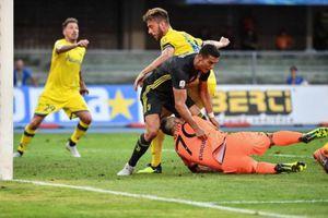 C.Ronaldo húc đầu khiến thủ môn đối thủ nhập viện