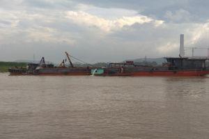 Trục vớt xong tàu đắm, thông luồng ngã ba sông Kinh Thầy