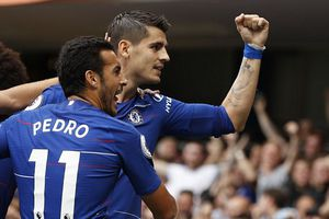 Thắng kịch tính Arsenal, Chelsea lên đầu bảng