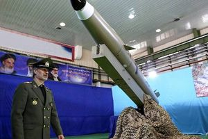 Iran phát triển phi cơ mới, nâng cấp tên lửa