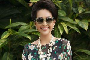 Nữ hoàng ảnh lịch Diễm My tươi trẻ, đọ dáng bên dàn mỹ nhân Việt