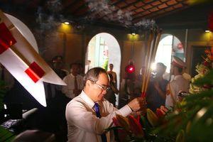 Lãnh đạo TP HCM dâng hương tưởng nhớ Chủ tịch Tôn Đức Thắng
