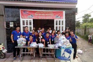 Đông Hưng Group trao 1.000 suất quà cho cư dân nghèo quận Thủ Đức