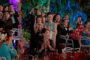 Vượt mặt 'The Meg', 'Crazy Rich Asians' thống trị phòng vé Bắc Mỹ