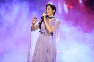 Hoa hậu Việt Nam Nguyễn Thiên Nga: 'Tôi buộc phải thành cha và mẹ với con'