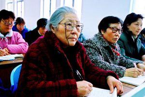 Nguyên nhân nào khiến hệ thống trường học dành cho người già phát triển bùng nổ tại Trung Quốc?