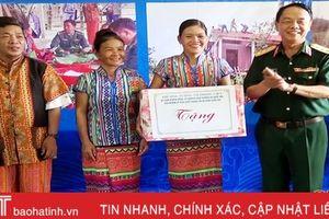 Thượng tướng Võ Trọng Việt thăm, tặng quà đồng bào dân tộc Chứt
