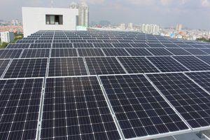 Lắp pin mặt trời, xài điện miễn phí cả ngày