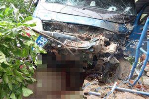 Xe tải tông trực diện khiến 3 người đang ngồi ăn cơm trong nhà thương vong