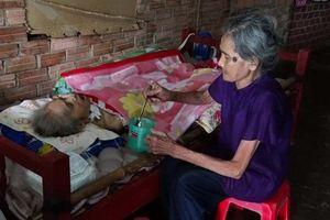 Xót xa với người mẹ già 83 tuổi lượm ve chai nuôi 4 người con bệnh tật