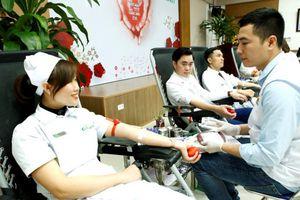 Gần 100 cán bộ, nhân viên y tế hiến nhóm máu O