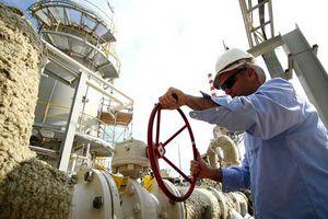 Mối lo nguồn cung tại Iran tiếp tục hỗ trợ giá dầu tăng mạnh