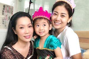 Mai Phương âu yếm, mừng sinh nhật con gái 5 tuổi ở bệnh viện