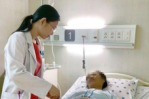 Tự ý mua thuốc trị bệnh gút, người phụ nữ bị xuất huyết tiêu hóa