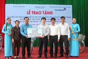 LĐLĐ Kiên Giang: Hơn 180 triệu đồng quà đầu năm học cho con đoàn viên, CNVCLĐ khó khăn