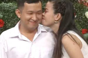 Bạn muốn hẹn hò: Thấy bạn trai chần chừ, cô gái chủ động đòi hôn