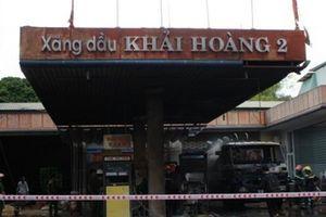 Quảng Nam: Dân hốt hoảng sơ tán vì cây xăng bốc cháy dữ dội
