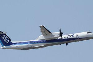 Thót tim máy bay chở hơn 60 người mài bụng tóe lửa trên đường băng