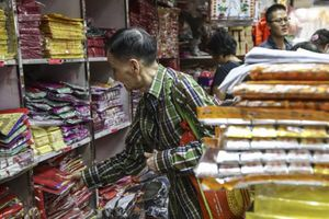 Trong tháng cô hồn, tiểu thương vàng mã Trung Quốc kiếm lợi nhuận cực 'khủng'