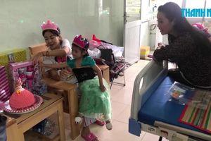 Xúc động con gái Mai Phương vào bệnh viện đón sinh nhật cùng mẹ