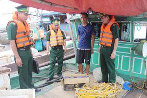 Tạm giữ 5 tàu cá khai thác hải sản trái phép trên vùng biển huyện Hải Hà