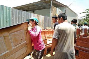 Lửa 'ghé thăm', xưởng gỗ 500m2 bị thiêu rụi